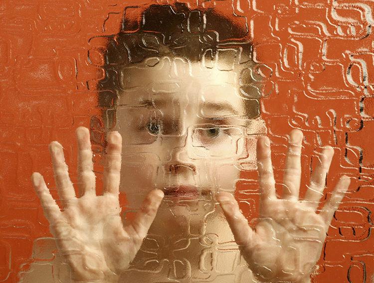 ребенок аутизм