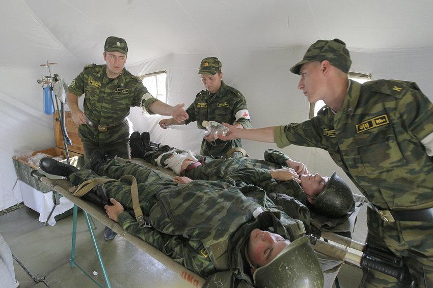 реанимация бойца военными врачами